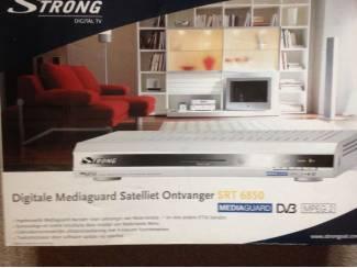 Digital satteliet ontvangers Strong SRT 6850 en SRT 6825