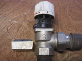 """Thermostaatkraan radiator haaks 1""""(duims) met afstandsvoeler"""