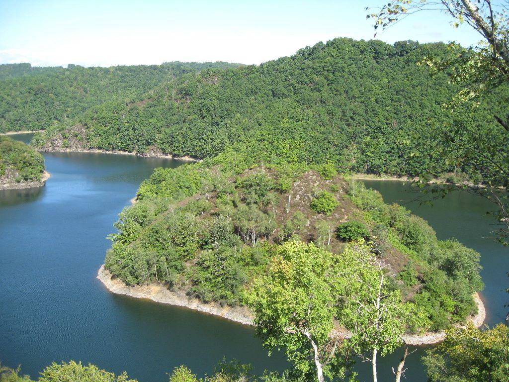 Rustig kamperen aan een groot meer, Zuid-Frankrijk
