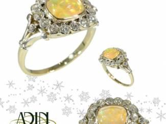 Vintage trouwring met prachtig opaal en diamant