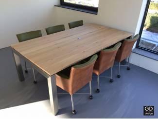 Maatwerk project meubelen, luxe houtsoorten met RVS design