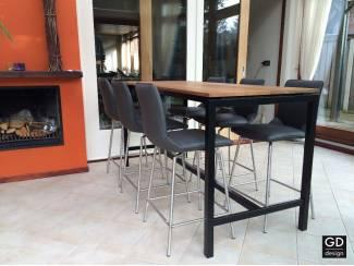 Trend maatwerk bartafels met luxe houtsoorten en zwart frame