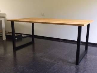 Maatwerk bureau- werk- eettafel met zwart poeder coat poten
