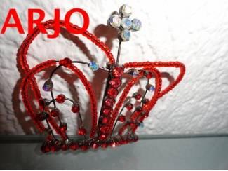 Kroon rode witte steentjes Nr 127-GEEN VERZENDKOSTEN.