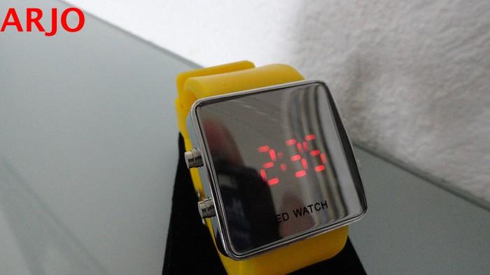 LED Digital Horloge, nr 1079 -GEEN VERZENDKOSTEN.