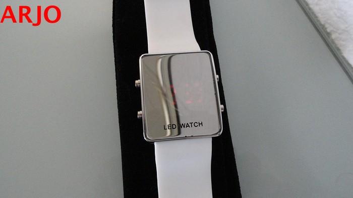 LED Digital Horloge, nr 1078-GEEN VERZENDKOSTEN.