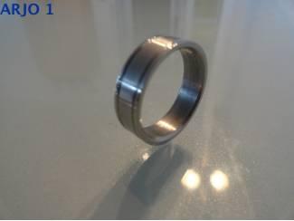 stainless-steel ring maat 17, Nr 56-GEEN VERZENDKOSTEN.