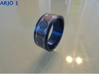 Rvs stainless steel ringen blauw nr 45-GEEN VERZENDKOSTEN.
