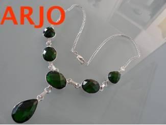 halsketting Is verzilvert met groene edelsteen, Nr 326-GEEN VERZE
