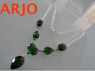 halsketting Is verzilvert met Groene edelsteen, Nr 318 -GEEN VERZ