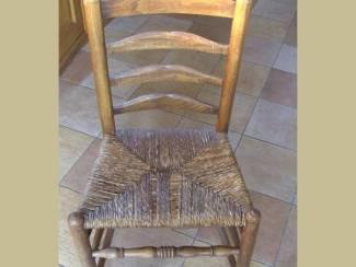 Uw stoelen defect? Hans repareert ze direct!