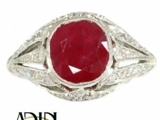 Art Deco ring met prachtige Burmese robijn.