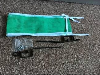 Nieuwe ping-pongnet en een opblazer voor luchtmatras