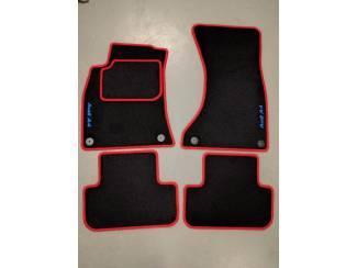 Velours automatten met rode rand en blauwe logo Audi A4 B8
