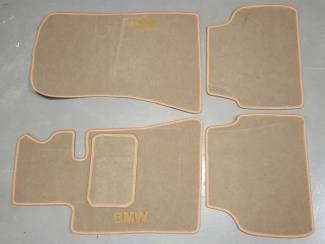 Velours automatten beige kleur en logo BMW E30