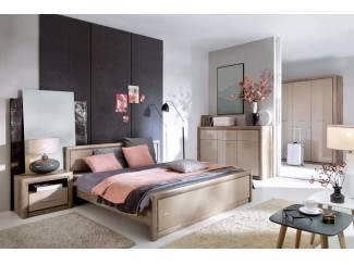 Complete slaapkamer robuust eiken hoogglans beige NU 999,- NIEUW