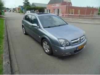 Opel Signum 2.2-16V Cosmo + navigatie en automaat