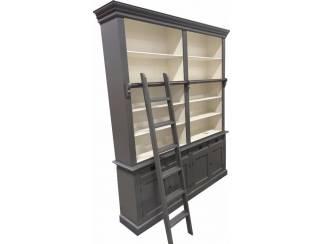 Grijze boekenkast met trap 200 x 240cm