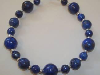Armband van Lapis Lazuli met zilver- of goudkleurige kralen