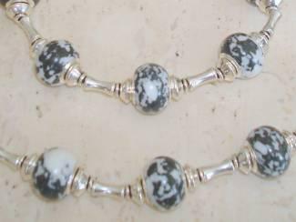 Armbanden Armband met grote kralen zwartwit natuursteen - maat naar wens