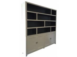 Witte design vakkenkast grijs binnen 230 x 240cm