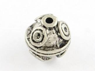 10 stuks verzilverde kralen met motief rond 9 mm.
