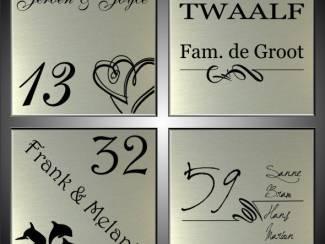 Naamborden, naamplaten, huisnummerbordjes voor bij de voordeur.