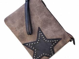 Clutch met ster en studs in het bruin