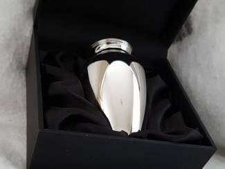 Assieraden en prachtige designers edelstalen mini urnen collectie