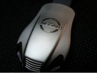 Nissan Sleutelhanger gegraveerd met dubbele blauwe led