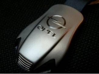 Opel Sleutelhanger gegraveerd met dubbele blauwe led