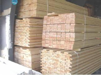 Overdekte en afgesloten hout opslagruimte per m² te huur !!!