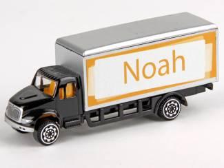 Verjaardagscadeau leuke groene model truck met je naam
