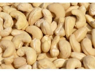 cashewnoten en andere noten in voorraad nu
