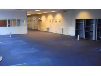 Ruime showroom met kantoren en eventuele opslagruimte te huur !!!