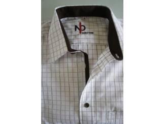 Overhemden Seniorenhemden met makkelijke klittenbandsluiting.