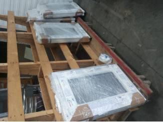 Op voorraad in wit kunststof b 500 x h 700 draai/kiep raam
