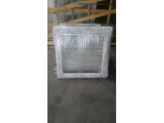 Op voorraad draai/kiep ramen in kunststof b 1000 x h 1000