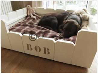 Steigerhouten hondenmand, model Bob.