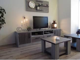 Steigerhouten TV-meubel in twee kleuren.