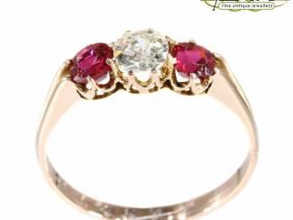 Gouden diamanten ringen in alle vormen en maten