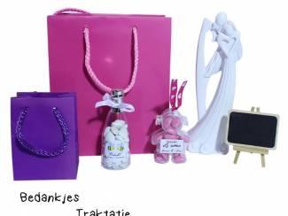 Huwelijksbedankjes kubus,parasolletjes of kleine champagneflesjes