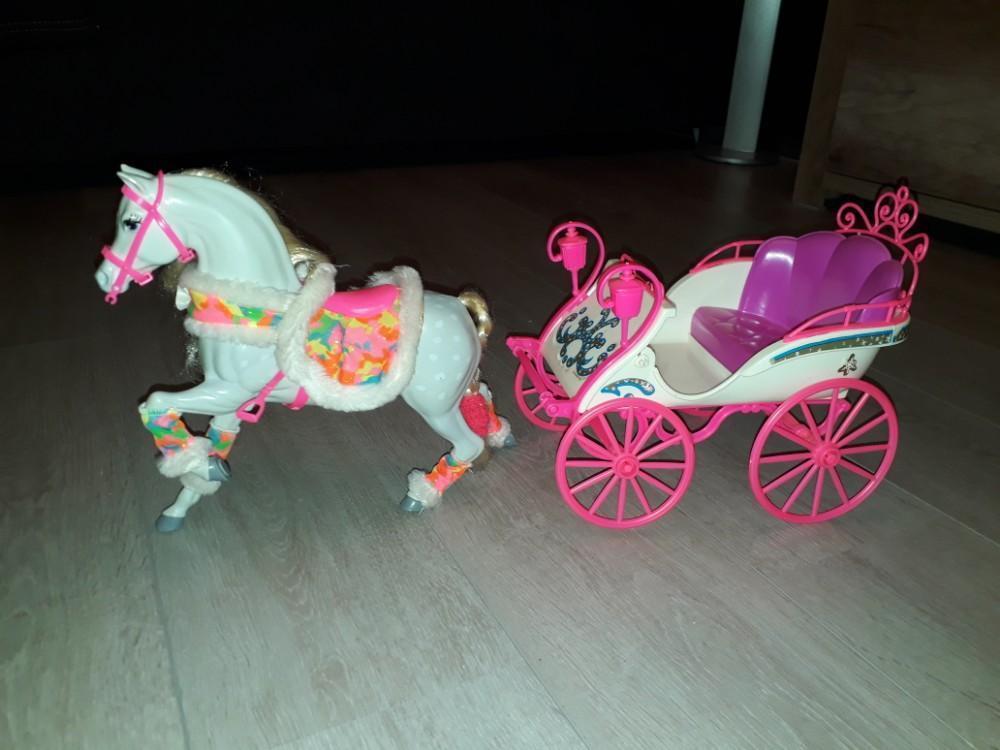 Barbie koets met paard