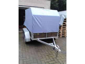 Aanhangwagen met nieuw huif