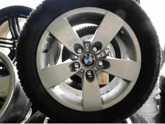 Banden: BMW 5 Reeks 4x Semperit