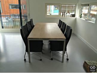 Moderne tafel op maat! Rvs design poten met eikenblad! 220x90cm