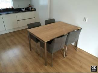 Keukentafel Barca, Rvs design poten met eiken tafelblad!