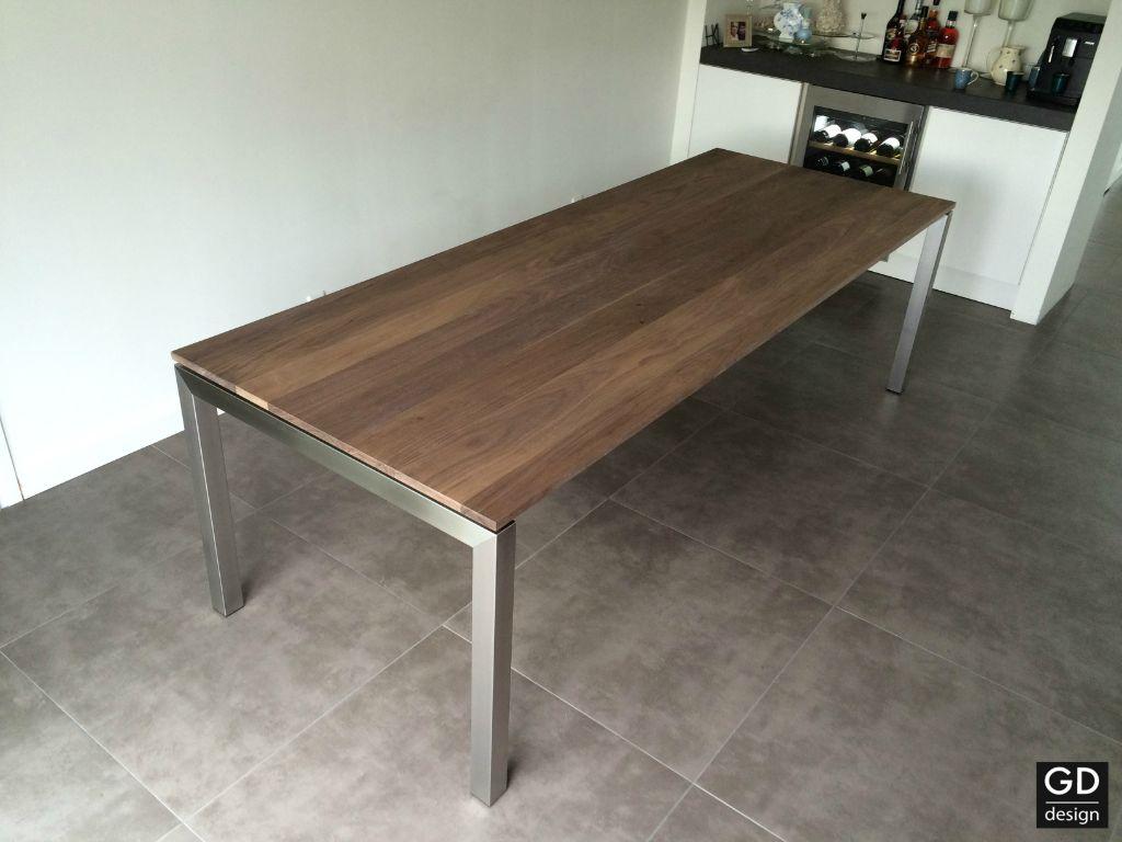 Moderne Grote Eettafel.Luxe Grote Eettafel Amerikaans Notenhout Met Rvs Design Poten Tafels
