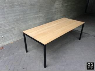 Moderne eiken tafel met zwarte poten! Alle afmetingen leverbaar!