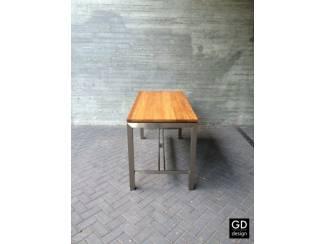 Moderne maatwerk bartafel, rvs poten met verschillende houtsoorte